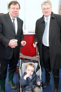 An Taoiseach Brian Cowen and Minister John Moloney flank Laois photographer Luke O' Brien's son Noah at the ploughing championships